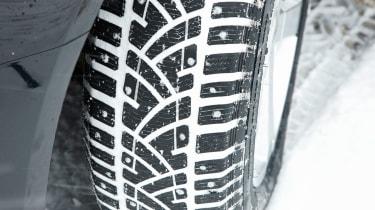 Winter tyre tread