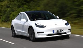 Tesla Model 3 Long Range saloon front 3/4 tracking