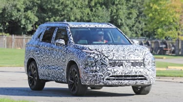 2020 Mitsubishi Outlander - Front 3/4 dynamic