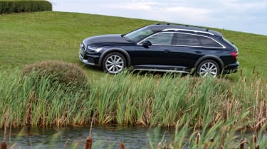 Audi A6 Allroad quattro estate side panning off-road