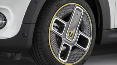 MINI Electric - front alloy wheel