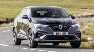 Renault Arkana SUV front cornering