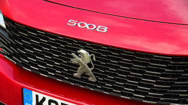 Peugeot 5008 SUV front grille