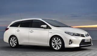 Toyota Auris Touring Sports 2013 front quarter