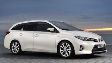 Toyota Auris Touring Sports 2013 front quarter