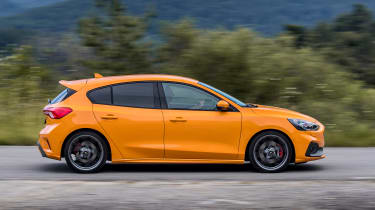 Ford Focus ST hatchback side panning