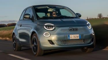 Fiat 500 hatchback front 3/4 tracking