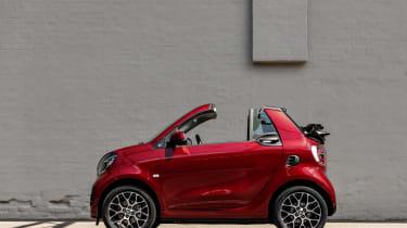 Smart EQ ForTwo Cabrio side view