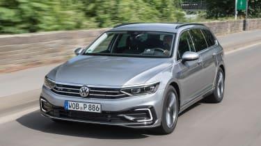 Volkswagen Passat Estate front 3/4 tracking