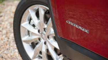 The entry-level Jeep Cherokee model comes with 17-inch alloy wheels.