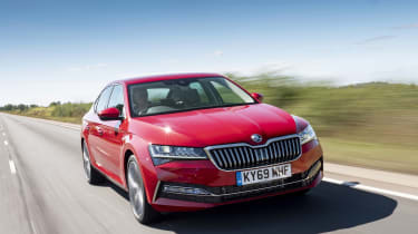 2019 Skoda Superb facelift - front dynamic 3/4