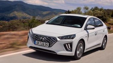 Hyundai Ioniq Hybrid front 3/4 tracking