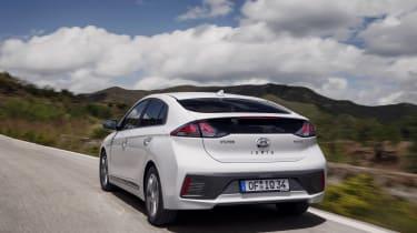 Hyundai Ioniq Hybrid rear tracking