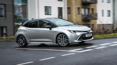 Toyota Corolla hatchback side panning