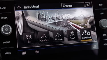 Volkswagen T-Roc SE driving mode selection