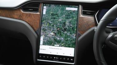 Tesla Model S saloon navigation