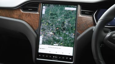 Tesla Model S saloon navigation