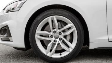 The entry-level SE model comes with 17-inch alloy wheels, but these are optional, larger 18-inch versions.