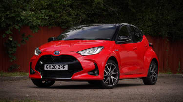 Toyota Yaris Hybrid front 3/4 car park static