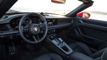 Porsche 911 Cabriolet 2019 interior