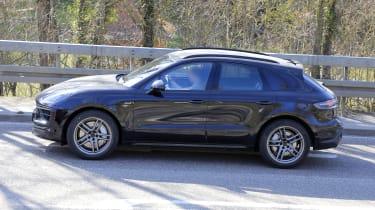 2021 Porsche Macan SUV side panning