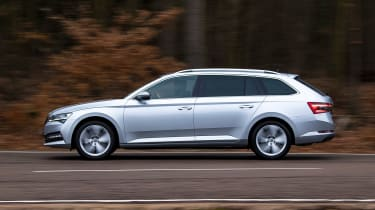 Skoda Superb Estate side panning