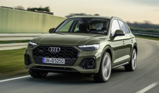 Audi Q5 facelift driving