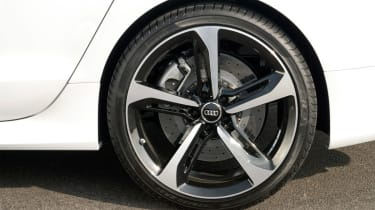 Large wheels mean the ride can feel firm, but the suspension is advanced enough to soak up most bumps