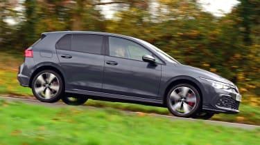 Volkswagen Golf GTE hatchback side panning