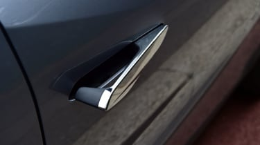 DS 3 Crossback E-Tense SUV door handles