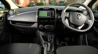 Renault ZOE old vs new interior 1