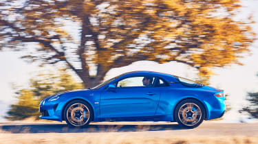 Alpine A110 coupe side tracking
