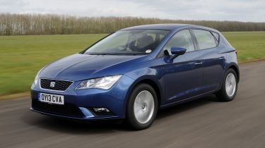 SEAT Leon hatchback 2013 front quarter tracking