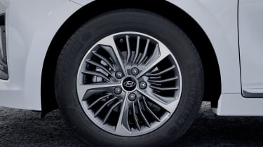 Hyundai Ioniq Plug-in Hybrid alloy wheel
