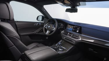 2019 BMW X6 - dashboard 3/4 angle