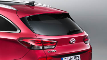 The silver roof bars and subtle spoiler add interest to the i30 Wagon