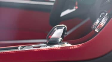 2020 Jaguar F-Pace - gear lever