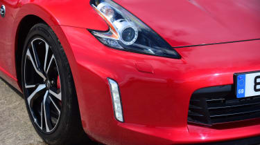 Nissan 370Z coupe headlights