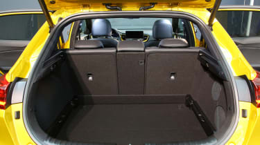 2019 Kia Xceed - boot space with parcel shelf removed