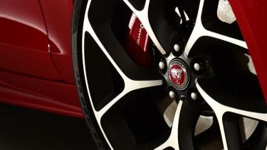 2019 Jaguar XE - wheels