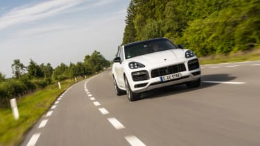 Porsche Cayenne Turbo S E-Hybrid - front dynamic driving