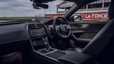 Jaguar XE Reims Edition interior
