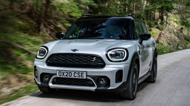Facelifted 2020 MINI Countryman Cooper SE - front dynamic