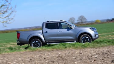 Nissan Navara - side view dynamic