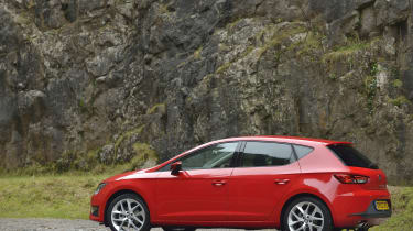 Rear/side view of SEAT Leon