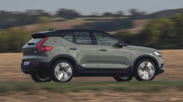 Volvo XC40 Recharge P8 SUV side panning