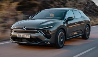 2021 Citroen C5 X crossover - front 3/4