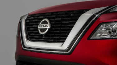 Nissan Rogue (X-Trail) grille
