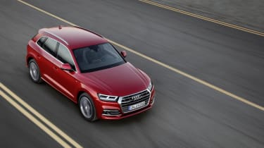 With the familiar chrome-trimmed hexagonal grille and strong LED daytime running light graphics