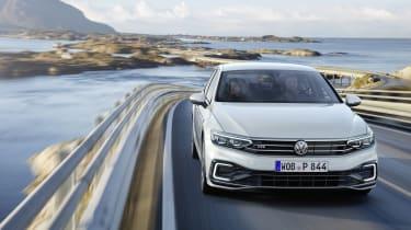 2019 Volkswagen Passat GLE front driving